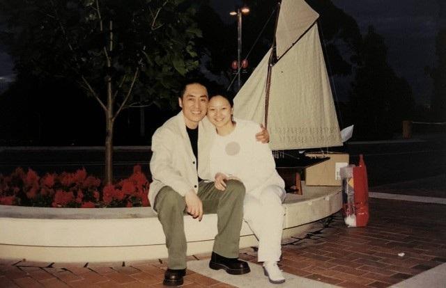 Trần Đình Đình và đạo diễn Trương Nghệ Mưu trong những ngày đầu mới yêu và quen biết. Mối quan hệ gần 20 năm của họ được giữ kín suốt nhiều năm qua.