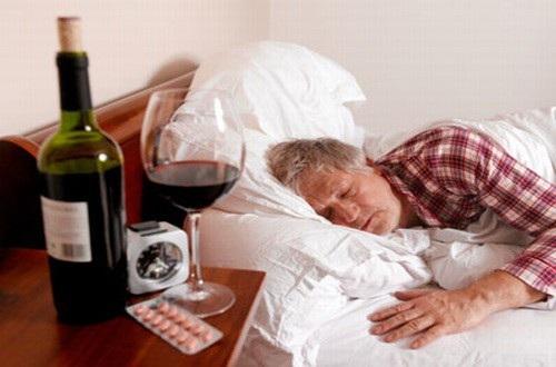 Uống thuốc huyết áp sau khi uống rượu có thể dẫn đến nguy cơ đột quỵ