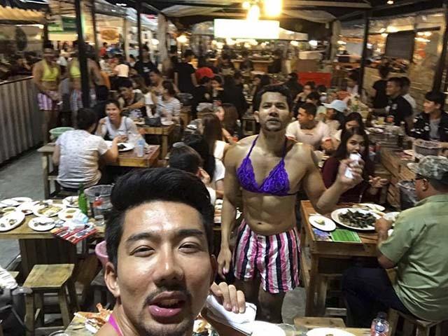 Nếu có dịp du lịch Bangkok, du khách đừng bỏ qua một nơi vừa có thể giải trí vừa có thể ăn ngon như Staneemeehoi.