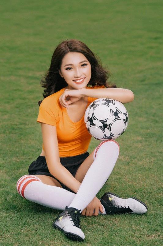 Ngọc Nữ cũng chia sẻ với độc giả Dân trí bộ ảnh năng động, trẻ trung cô chụp tại Việt Nam trước khi lên đường sang Nga.