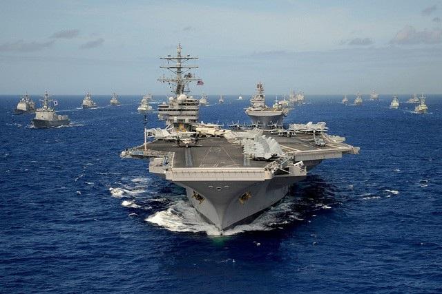Tàu sân bay USS Ronald Reagan của Mỹ dẫn đầu nhóm tàu quốc tế tham gia tập trận hải quân RIMPAC năm 2010 (Ảnh: Hải quân Mỹ)