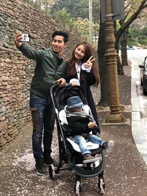 Vợ chồng Ngọc Lan - Thanh Bình và con trai đang có chuyến du lịch vui vẻ, ấm áp tại Busan (Hàn Quốc).