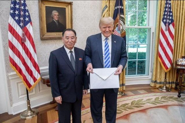 """Ông Kim Yong-chol có chuyến đi hiếm hoi tới Nhà Trắng để chuyển bức thư """"hồi âm"""" của nhà lãnh đạo Kim Jong-un gửi Tổng thống Donald Trump. (Ảnh: White House)"""