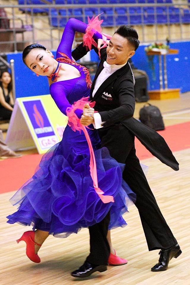 Hương và bạn diễn Tiến Đạt đã chinh chiến nhiều giải dance sport trong và ngoài nước