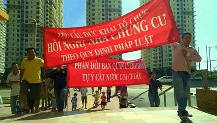 UBND thành phố Hà Nội yêu cầu UBND các quận, huyện khẩn trương kiểm tra, đôn đốc các chủ đầu tư và các bên có liên quan trong việc thành lập ban quản trị; tổ chức hội nghị chung cư.