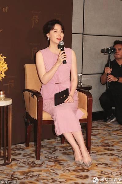 Mỹ nhân xứ Hàn Lee Young Ae trẻ đẹp tại Hồng Kong - 4