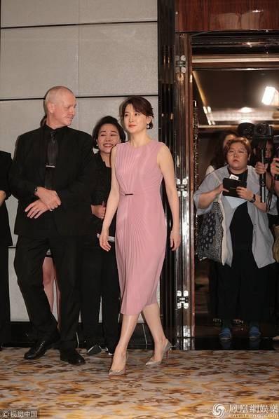 Mỹ nhân xứ Hàn được truyền thông và người hâm mộ tại Hồng Kong chào đón.