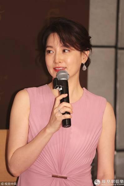 Mỹ nhân xứ Hàn Lee Young Ae trẻ đẹp tại Hồng Kong - 2