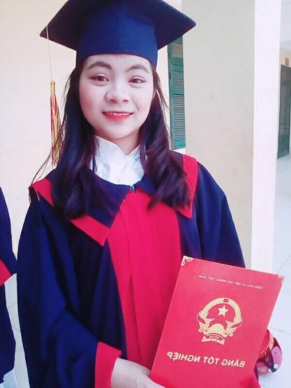 Em Lộc Thị Huệ (học sinh lớp 12A1 trường THPT Bắc Mê, huyện Bắc Mê, Hà Giang).