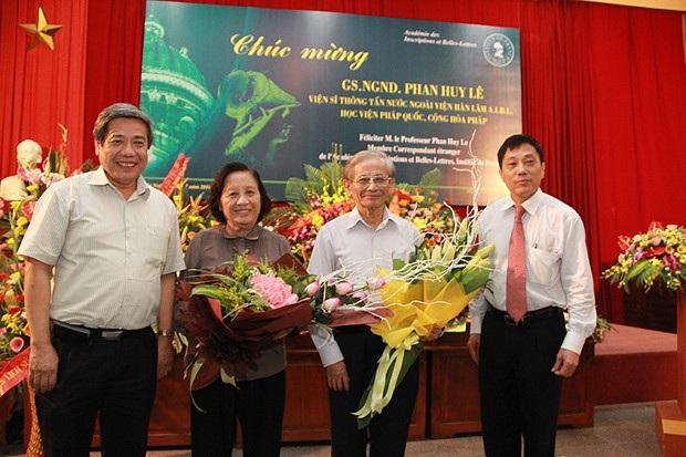 GS.TS Mai Trọng Nhuận, GS. TSKH Vũ Minh Giang – cùng GS. Phan Huy Lê và phu nhân
