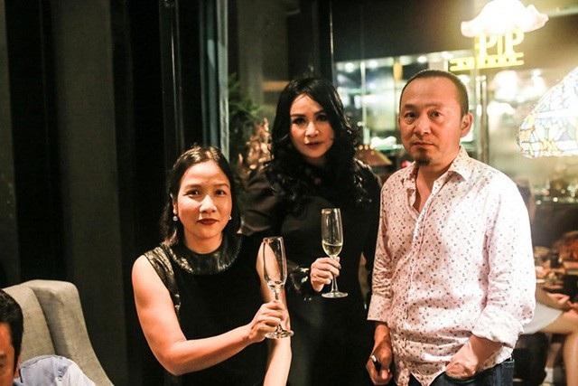 Thanh Lam vừa đón sinh nhật lần thứ 49 đầy ấm cúng bên cạnh người thân, bạn bè và đặc biệt có sự xuất hiện của nhạc sĩ Quốc Trung.