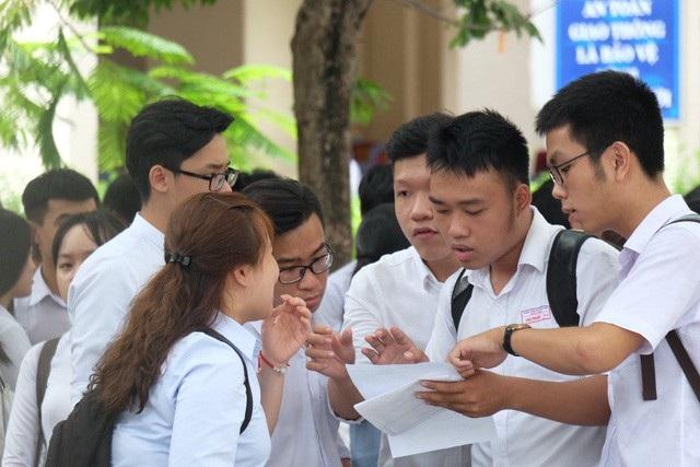 Với đề thi văn sáng nay, học sinh chủ yếu được 5-6 điểm, điểm 8 trở lên dành cho những học sinh giỏi.