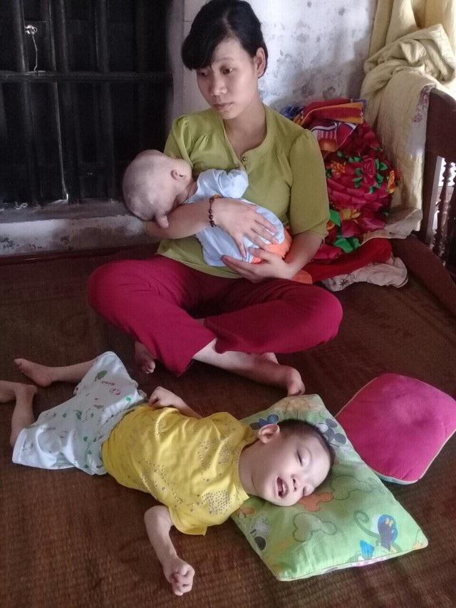 Hương kiệt quệ vì cả 2 con đều mắc bệnh não.