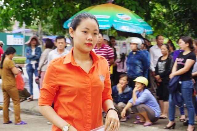 Thí sinh đến điểm thi Trường THPT Hà Huy Tập (TP Vinh)