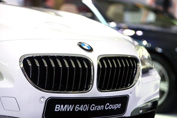 Do thiếu nguồn cung cấp, trong tháng 6/2018 này, danh mục sản phẩm BMW tại Việt Nam đã rút gọn so với hồi đầu năm, với sự vắng mặt của toàn bộ dòng 7-series, các mẫu hatchback 1-series và 2-series, cùng các mẫu xe hiệu suất cao như 640i Grand Coupé, M4 Convertible… Đặc biệt, một số mẫu xe tháng trước vẫn được bán, nhưng sang tháng 6 này đã không còn, như X6 xDrive Pure Extravagance, mẫu SUV cỡ nhỏ X3 2.8 xDrive…