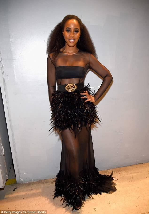 Nữ ca sỹ 37 tuổi nổi bật trong sự kiện