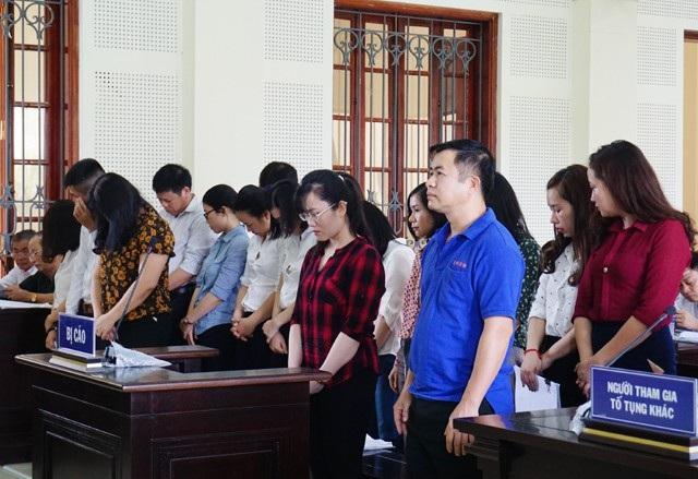 Các bị cáo nguyên là nhân viên Phòng giao dịch Eximbank Đô Lương và Chi nhánh Eximbank Vinh bị truy tố về tội Cố ý làm trái quy định của Nhà nước về quản lý kinh tế gây hậu quả nghiêm trọng