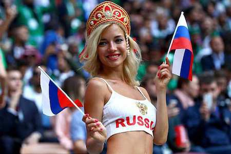 Natalya Nemchinova được ca ngợi là cổ động viên xinh đẹp nhất tại Nga