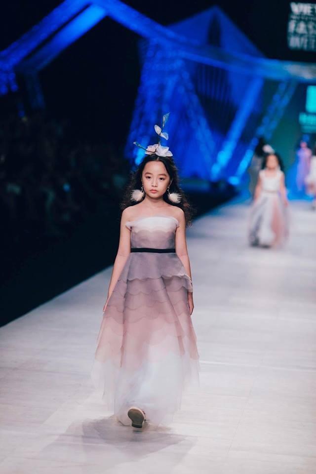 Phương Anh hóa thân thành cô công chúa nhỏ đầy ấn tượng.