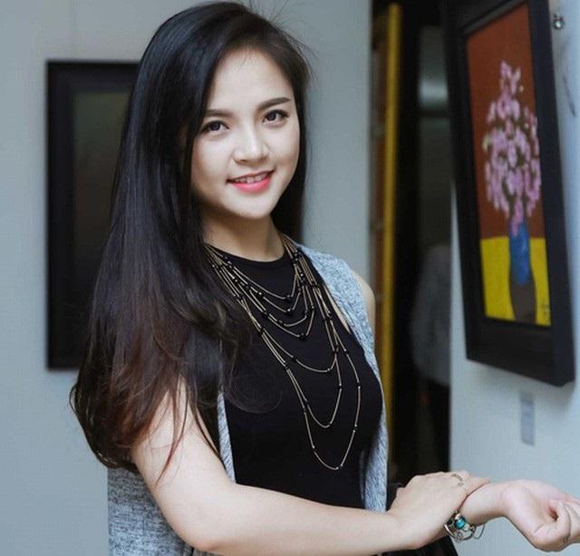 Cùng với phim ảnh thì sân khấu là niềm đam mê bất tận với Thu Quỳnh. Hiện, cô là nghệ sĩ của Nhà hát Tuổi trẻ. Thu Quỳnh cũng từng giành Huy chương Bạc hội diễn sân khấu kịch Lưu Quang Vũ với vai Oanh trong Mùa hạ cuối cùng.