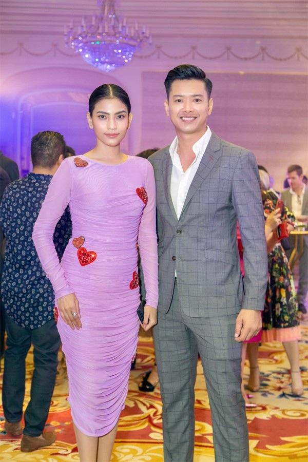 Cùng dự sự kiện còn có siêu mẫu Đức Vĩnh và Á hậu Trương Thị May