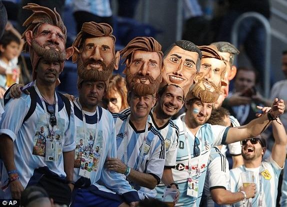 Sự sôi động của cổ động viên Argentina trước trận đấu