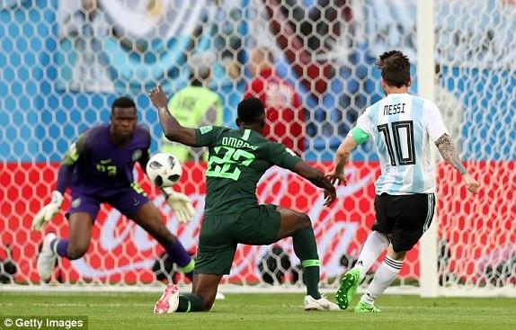 Tình huống Messi ghi bàn mở tỷ số cho Argentina