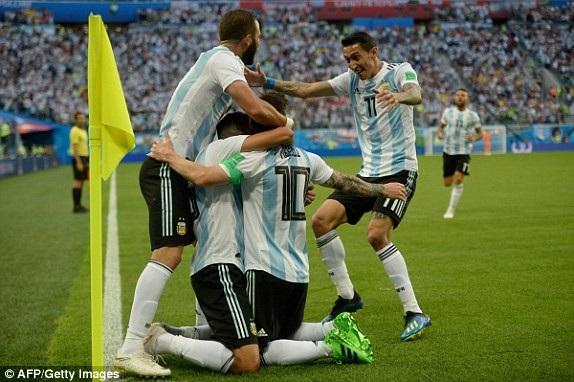 Argentina 2-1 Nigeria: Messi, Rojo chói sáng - 17