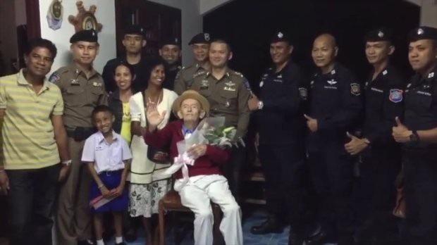 Xúc động khoảnh khắc cụ ông 99 tuổi đoàn tụ với vợ sau 4 năm chia cách - 4