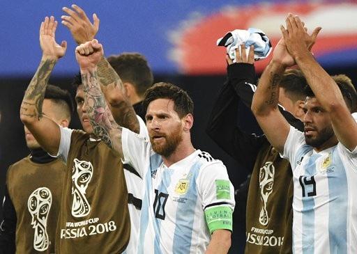 Messi và các đồng đội cảm ơn những người hâm mộ Argentina