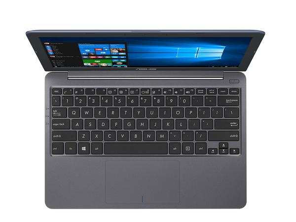 Touchpad trên sản phẩm có kích thước lớn tương đương mẫu laptop màn hình 14-inch