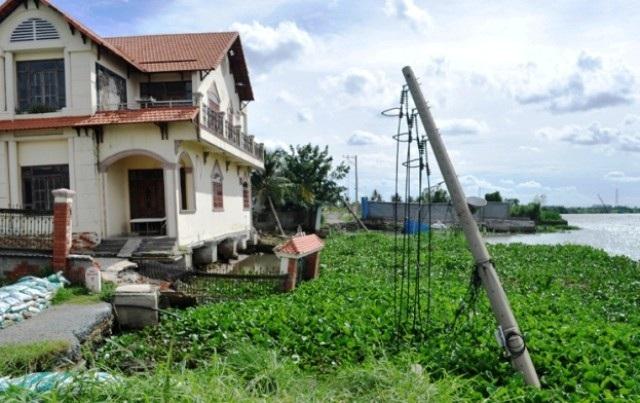 Hiện trường vụ sạt lở bờ sông tại khu phố 5, phường Hiệp Bình Chánh, quận Thủ Đức năm 2016