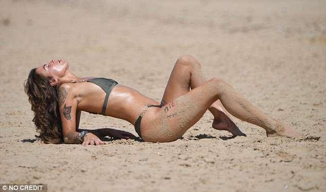 Jenny Thompson nổi tiếng từ năm 2010 sau khi tố Wayne Rooney qua đêm cùng cô