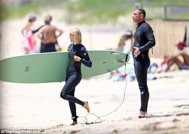 Cô ra biển cùng bạn trai mới, tài tử phim Dị nhân Liev Schreiber