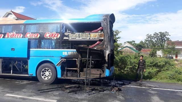 Phần đuôi xe bị hư hỏng nặng do vụ cháy