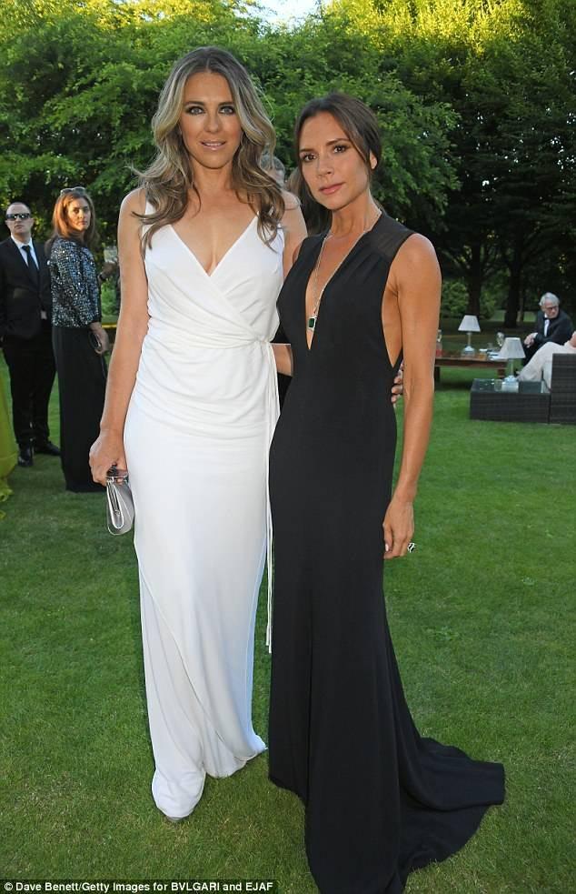 Ngôi sao 53 tuổi sánh bên đàn em Victoria Beckham