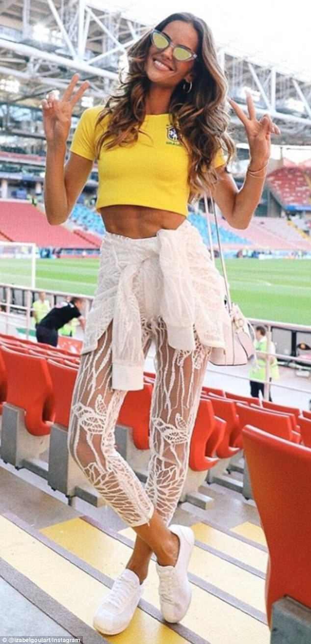 Siêu mẫu 33 tuổi - Izabel Goulart là thiên thần của Victorias Secret và là bạn gái của thủ môn tuyển Đức - Kevin Trapp.