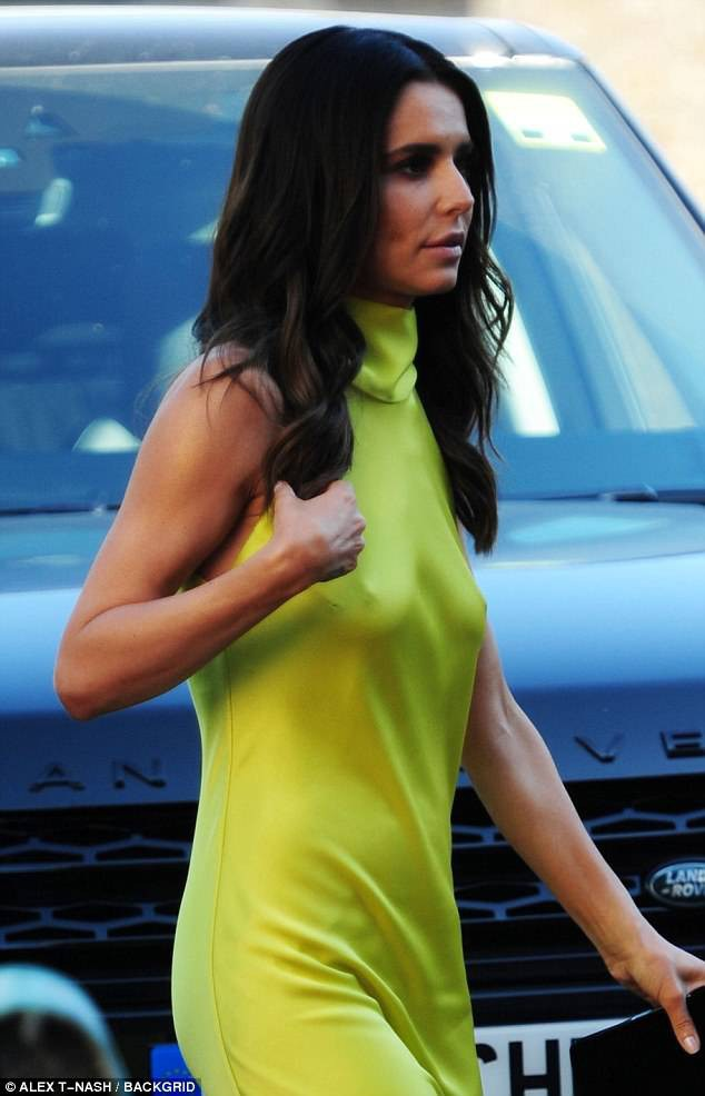 Cheryl lộ vòng một chảy xệ khi dự sự kiện tại London ngày 27/6 vừa qua