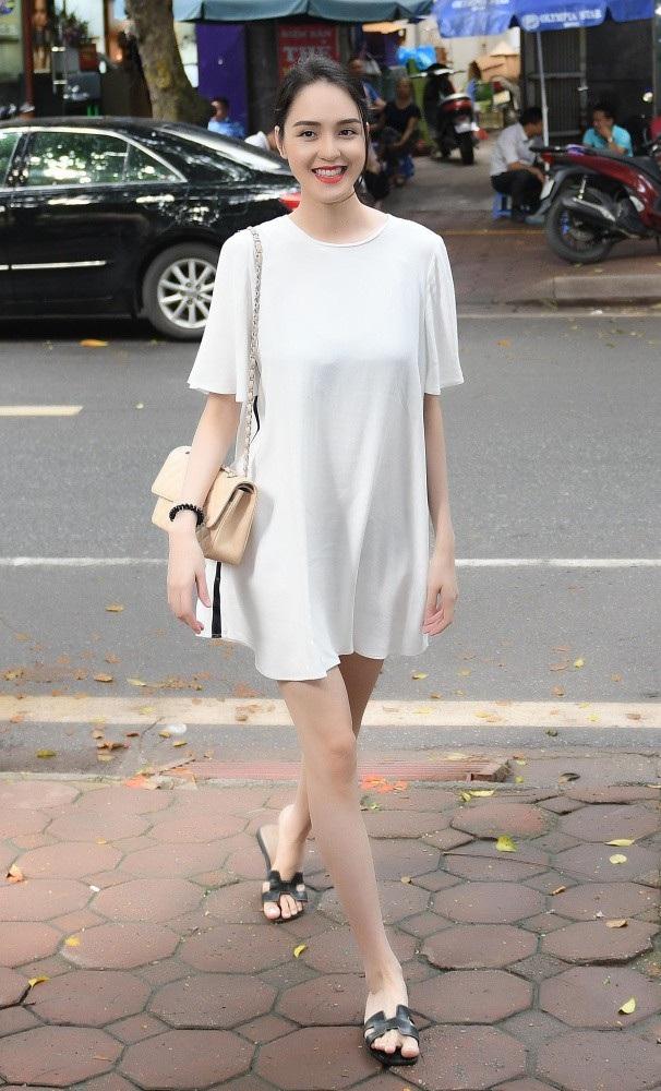 Á hậu Hoàng Anh cũng có mặt với Tú Anh. Hoàng Anh cùng đăng quang Á hậu Việt Nam năm 2012 với Tú Anh.
