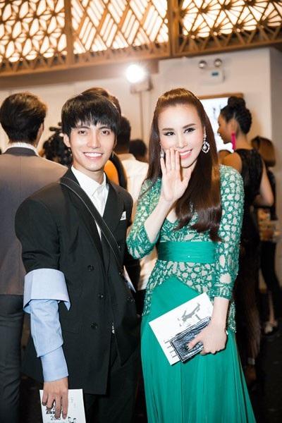 Hoàng Dung là 1 trong số ít các celebs Việt Nam mạnh tay chi cho những nhãn hiệu lớn, không chỉ trong trang phục ready to wear mặc thường nhật mà cả các trang phục haute couture.