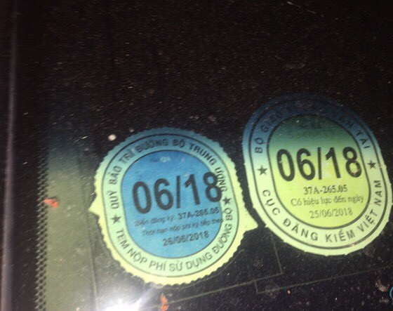 Công an Quận Thanh Xuân xác định xe ô tô biển kiểm soát 29A 494.95 gây tai nạn giao thông tại số 235 Nguyễn Trãi, Thanh Xuân, Hà Nội là xe sử dụng biển số giả không đúng với biển số được cấp cho xe có số khung số máy này.