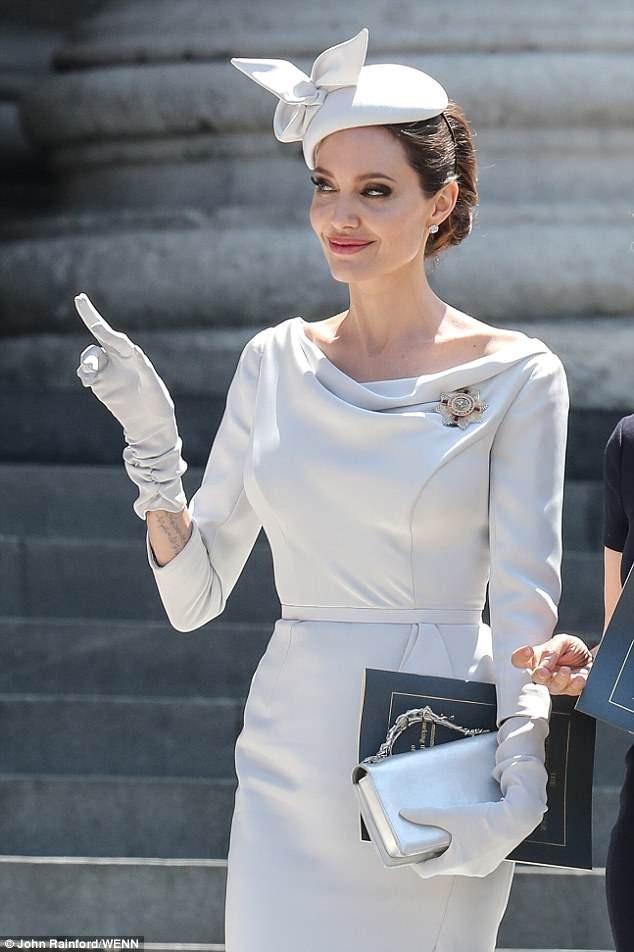 Angelina Jolie đẹp tinh tế và sang trọng khi dự sự kiện tại nhà thờ St Pau ở London, Anh quốc ngày 26/6 vừa qua