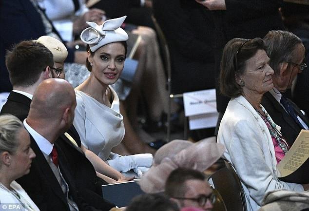 Chồng cũ của Jolie cũng tranh thủ mùa hè đi thăm các con