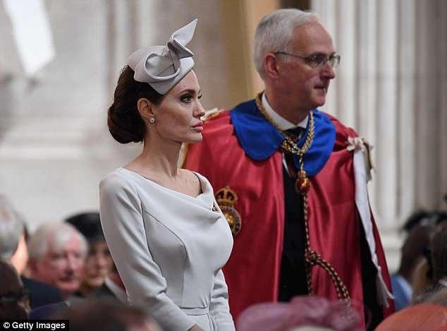 Angelina Jolie đẹp thanh lịch tới ngỡ ngàng - 11