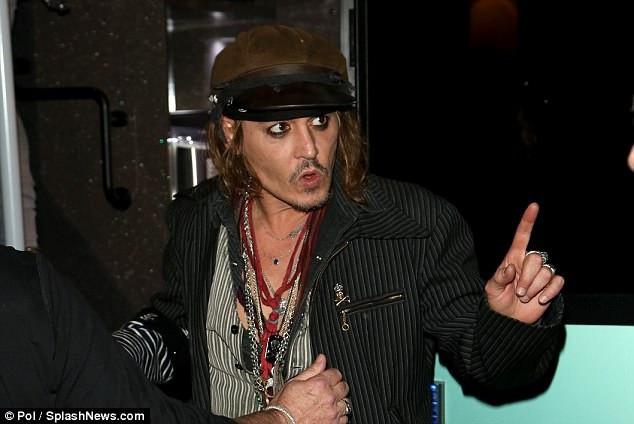 Sức khỏe của Johnny Depp cũng khiến fan lo lắng thời gian gần đây khi anh có dấu hiệu sút cân.