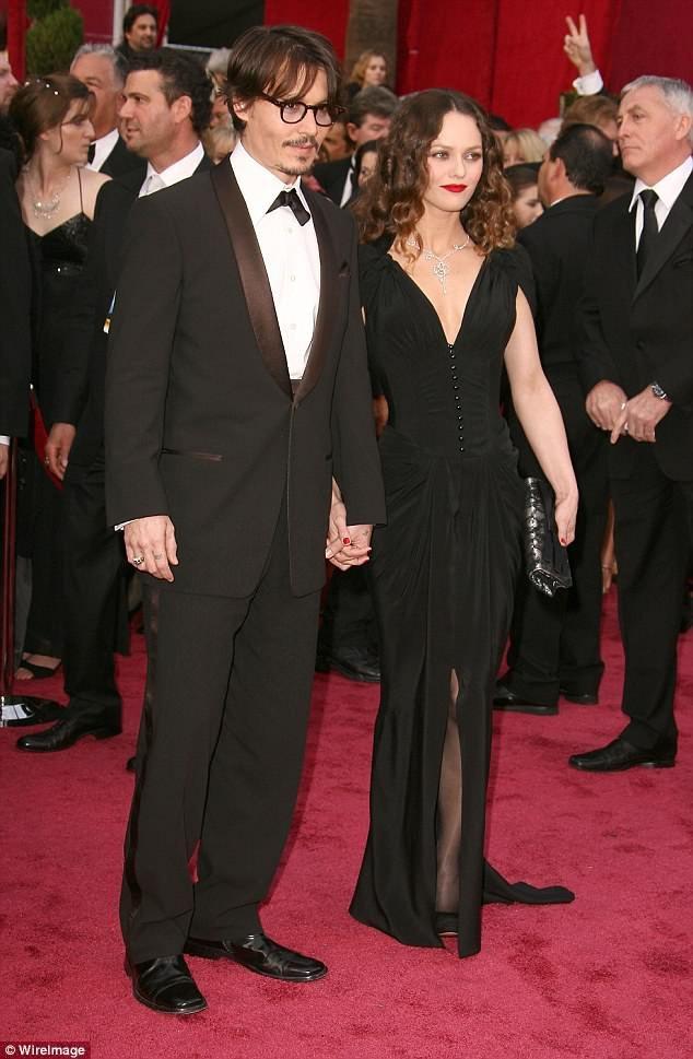 Johny Depp và Vanessa Paradis đã gắn bên bên nhau từ năm 1998 tới năm 2012.