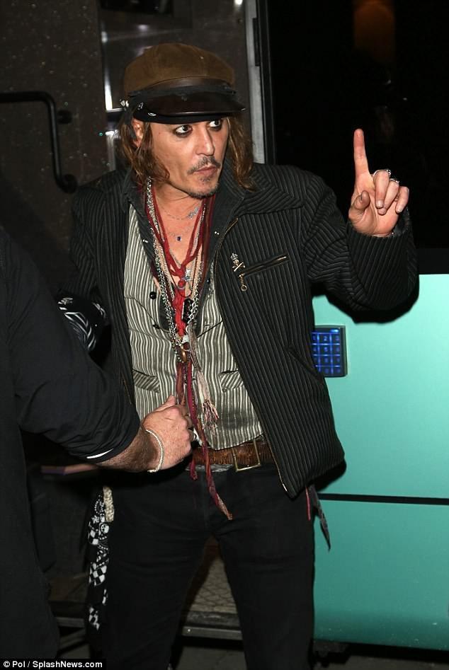 Con trai Johnny Depp nhập viện cấp cứu - 3