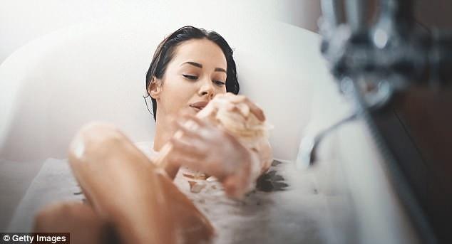 Ngâm trong bồn tắm nước nóng 5 lần mỗi tuần tốt cho tim, nghiên cứu mới cho biết tắm nước nóng có thể cải thiện lưu lượng máu