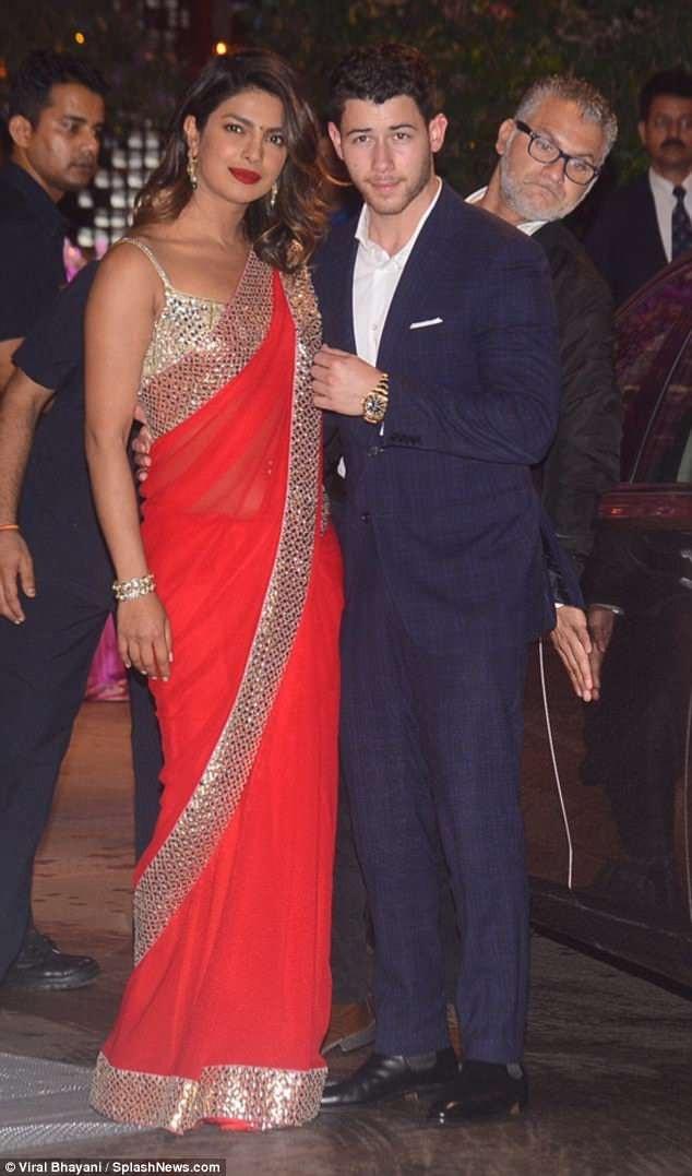 Priyanka Chopra hạnh phúc đi dự tiệc tại Mumbai, Ấn Độ cùng bạn trai mới Nick Jonas