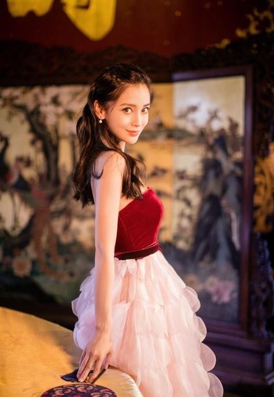 """Biểu lộ đáng yêu và xinh đẹp của """"gái một con"""" Angelababy - 8"""